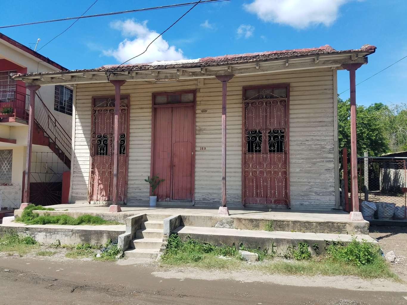 HEC1155: Casa de 4 cuartos y 1 baño por $ 12.000 en Cienfuegos, Cienfuegos
