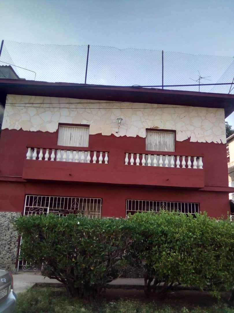 HEC1160: Casa de 3 cuartos, 2 baños y 1 garaje por $ 70.000 en Playa, La Habana