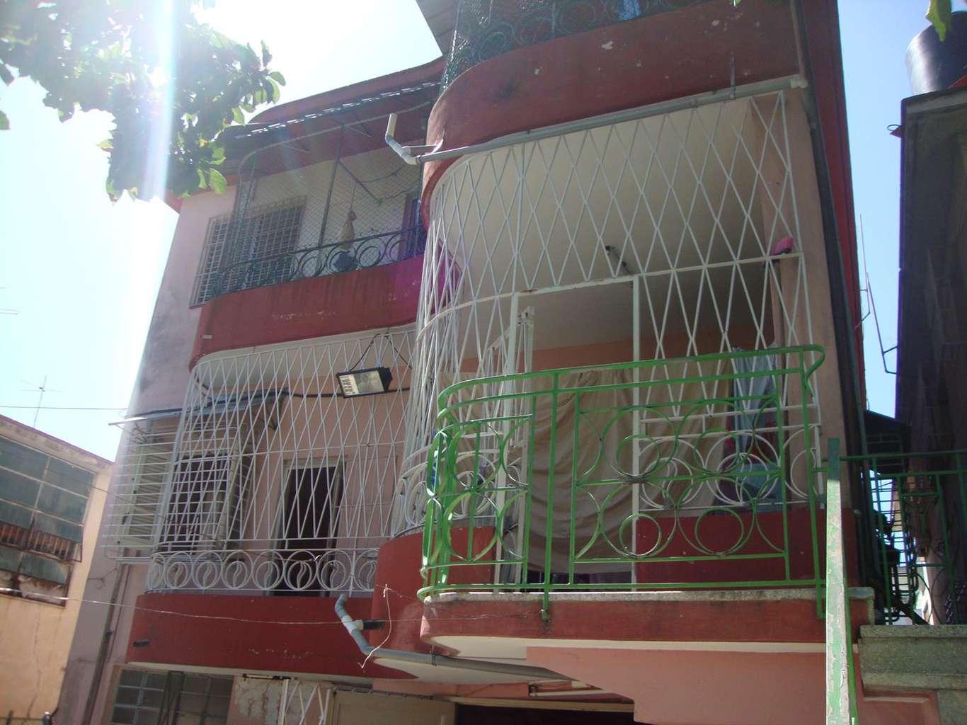 HEC1183: Casa de 3 cuartos, 2 baños y 1 garaje por $ 85.000 en Diez de Octubre, La Habana