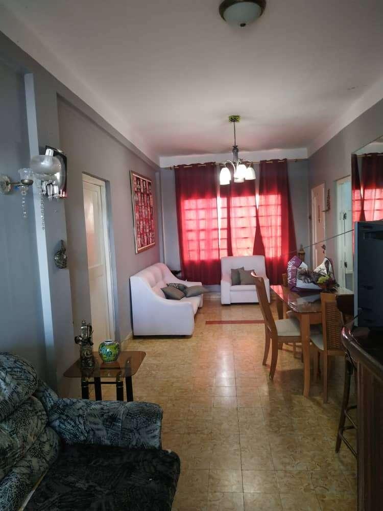HEC1190: Apartamento de 4 cuartos, 2 baños y 2 garajes por $ 165.000 en Playa, La Habana