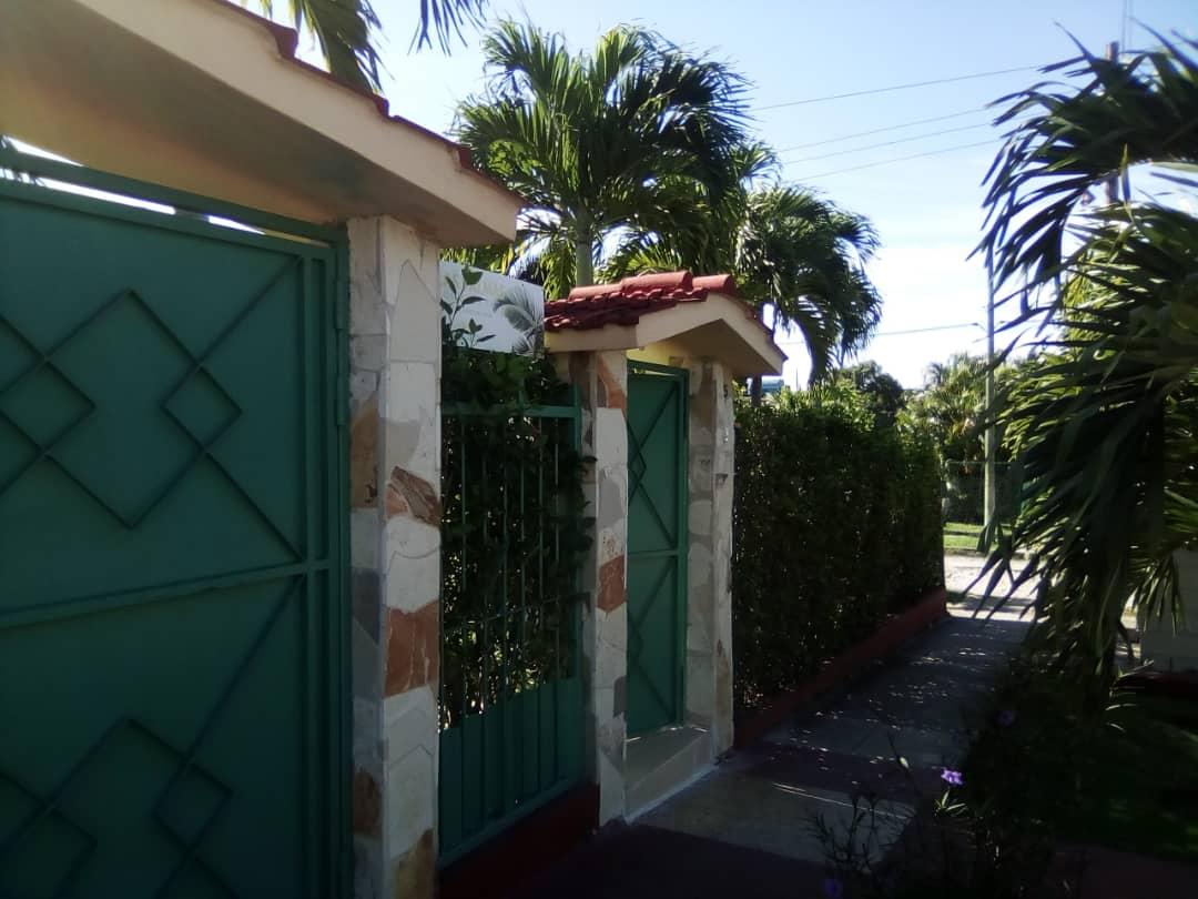 HEC1194: Casa de 3 cuartos, 3 baños y 1 garaje por $ 200.000 en La Habana del Este, La Habana