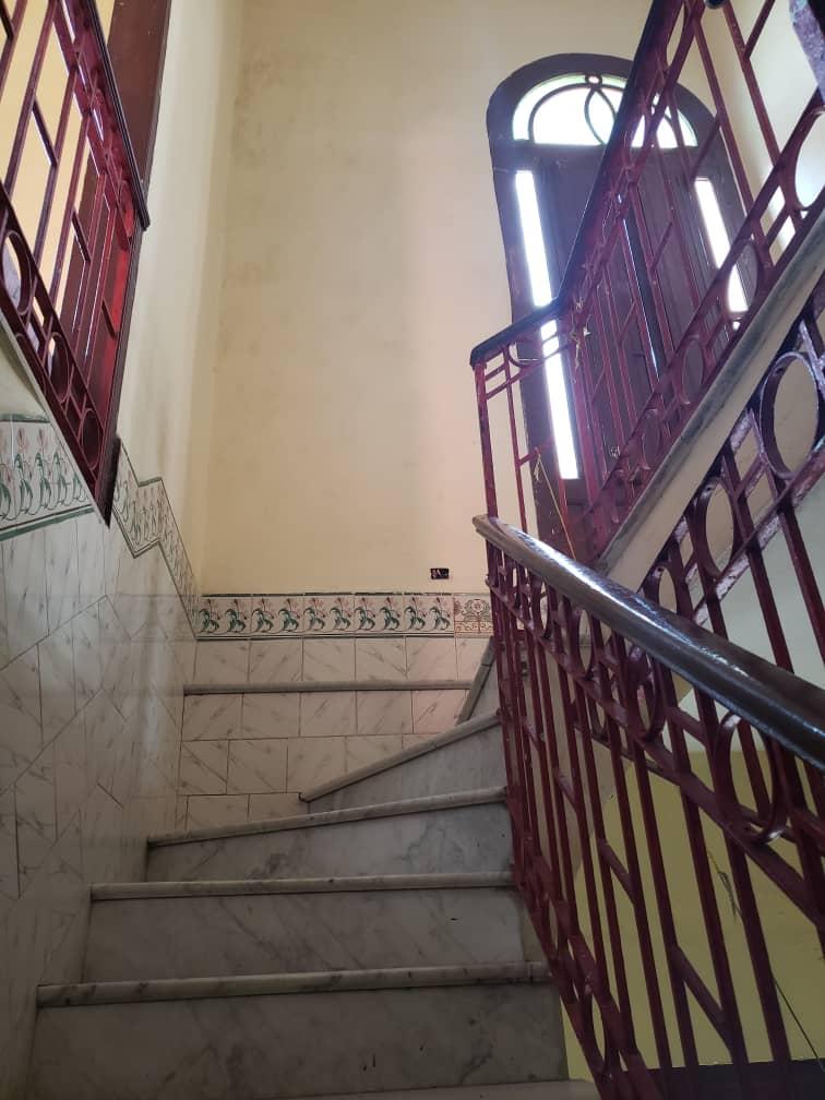 HEC1200: Casa de 8 cuartos y 9 baños por $ 200.000 en Plaza de la Revolución, La Habana
