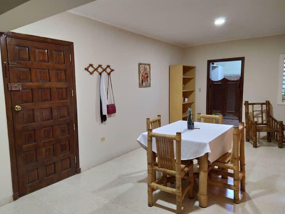 HEC1228: Apartamento de 3 cuartos y 3 baños por $ 180.000 en Plaza de la Revolución, La Habana