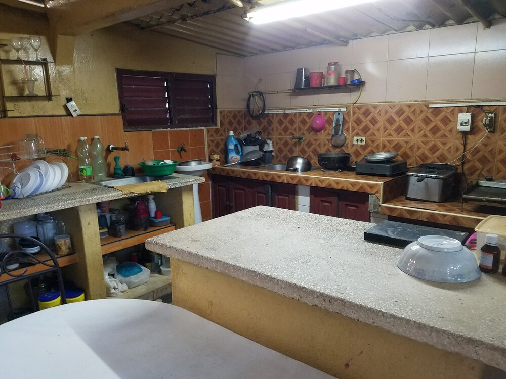 HEC1240: Casa de 4 cuartos, 1 baño y 1 garaje por $ 30.000 en Cienfuegos, Cienfuegos