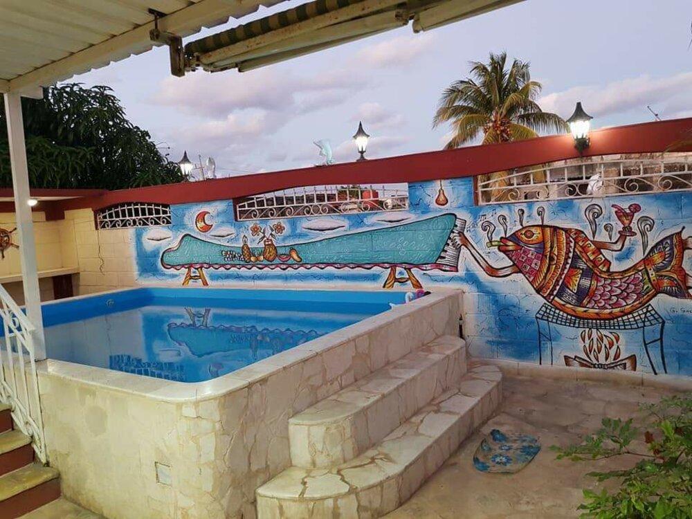 HEC1244: Casa de 5 cuartos, 6 baños y 2 garajes por $ 130.000 en Playa, La Habana