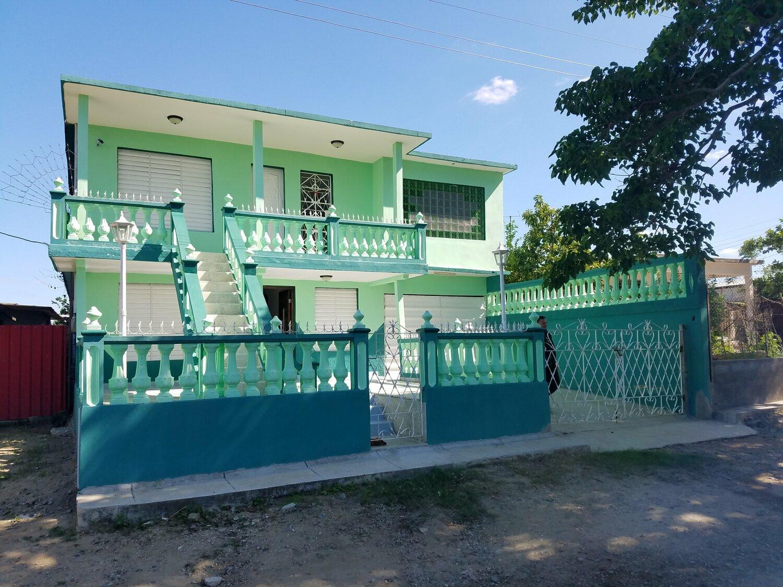 HEC1247: Casa de 3 cuartos, 3 baños y 1 garaje por $ 75.000 en Cumanayagüa, Cienfuegos