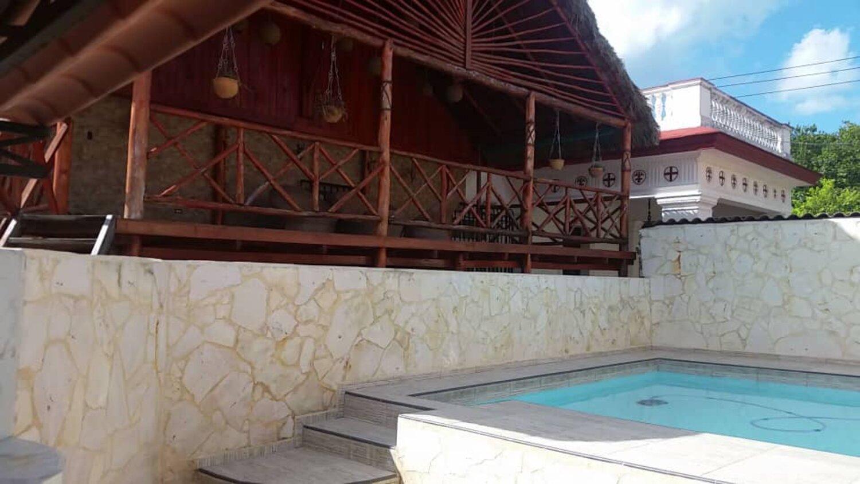 HEC1259: Casa de 6 cuartos, 7 baños y 1 garaje por $ 680.000 en Playa, La Habana