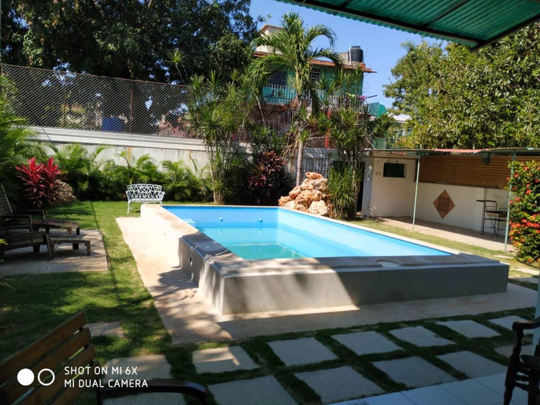 HEC1260: Casa de 7 cuartos, 9 baños y 1 garaje por $ 750.000 en Playa, La Habana