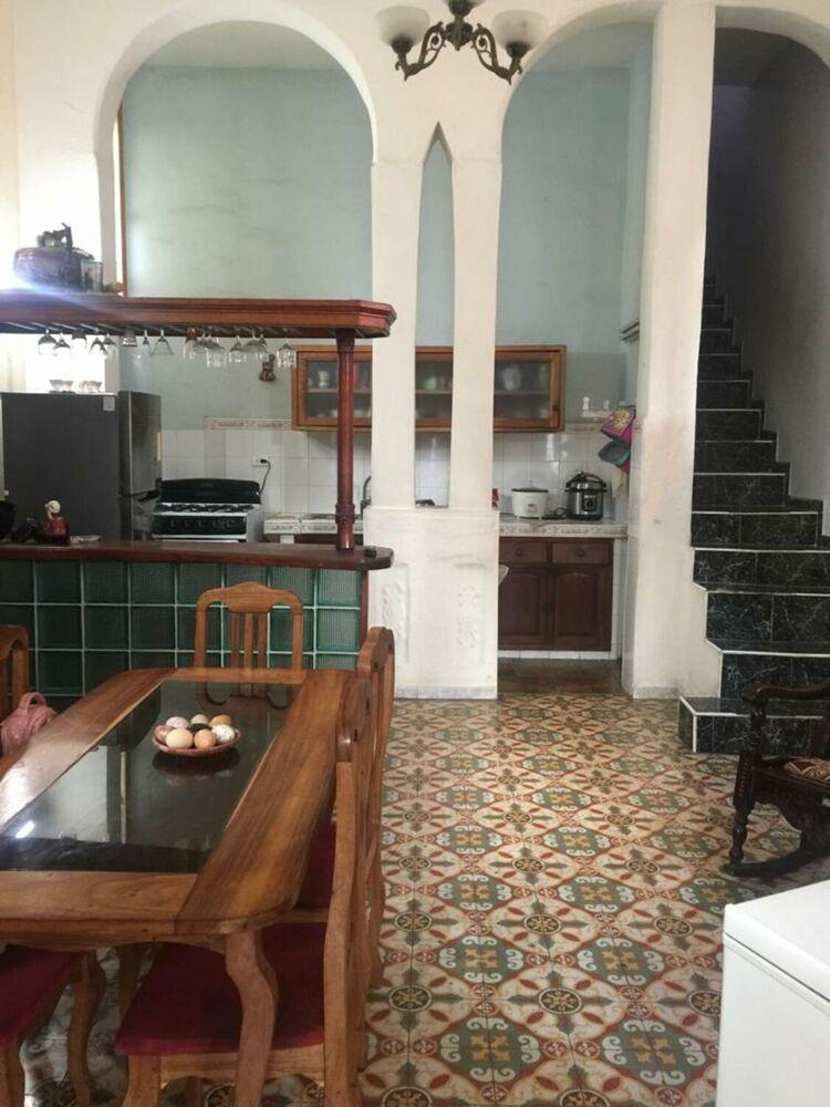 HEC1270: Casa de 4 cuartos, 4 baños y 1 garaje por $ 180.000 en Plaza de la Revolución, La Habana