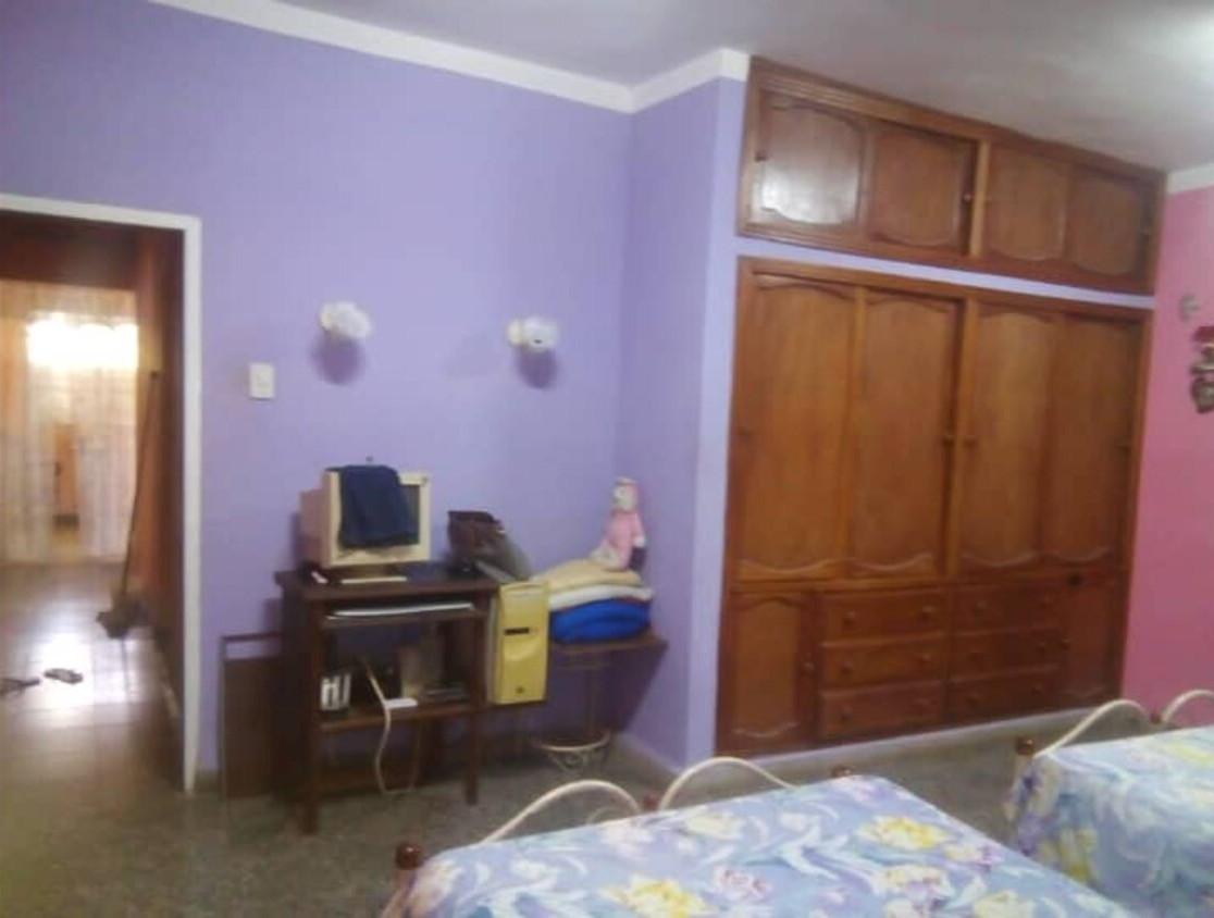 HEC1293: Casa de 4 cuartos, 4 baños y 3 garajes por $ 80.000 en Boyeros, La Habana