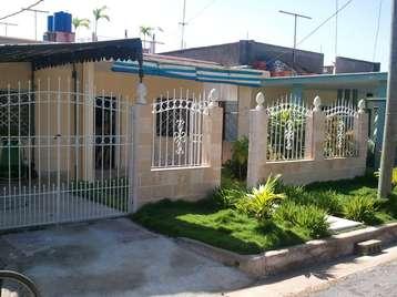 Casa en venta en Cienfuegos con  3 cuartos, 2 baños y 1 garage por $70,000