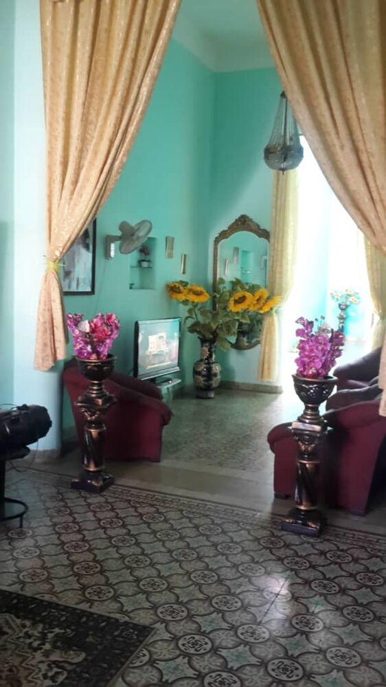 HEC1302: Casa de 5 cuartos, 3 baños y 1 garaje por $ 300.000 en Plaza de la Revolución, La Habana