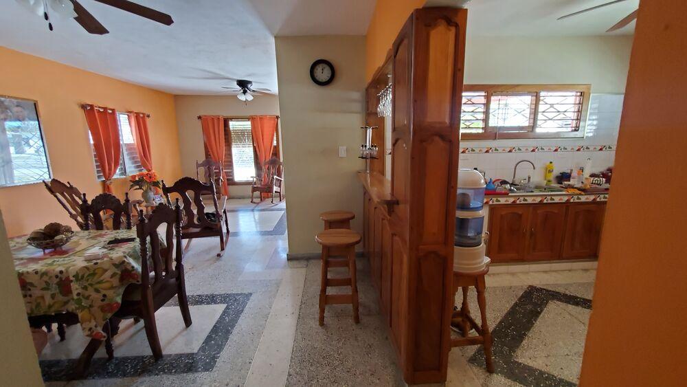HEC1314: Casa de 3 cuartos, 3 baños y 1 garaje por $ 165.000 en Cienfuegos, Cienfuegos