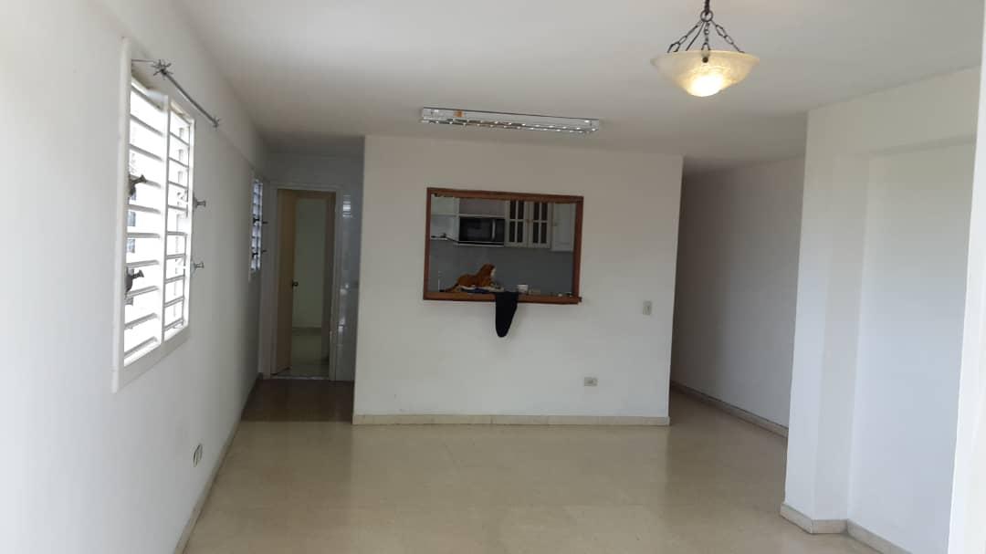 HEC1326: Apartamento de 2 cuartos, 2 baños y 1 garaje por $ 70.000 en Plaza de la Revolución, La Habana