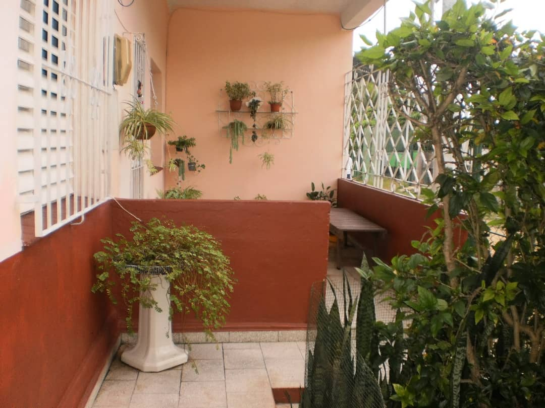 HEC1352: Apartamento de 2 cuartos, 1 baño y 1 garaje por $ 100.000 en Playa, La Habana