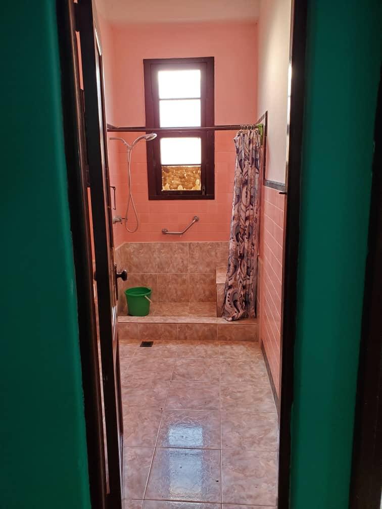 HEC1355: Apartamento de 2 cuartos y 2 baños por $ 65.000 en Centro Habana, La Habana