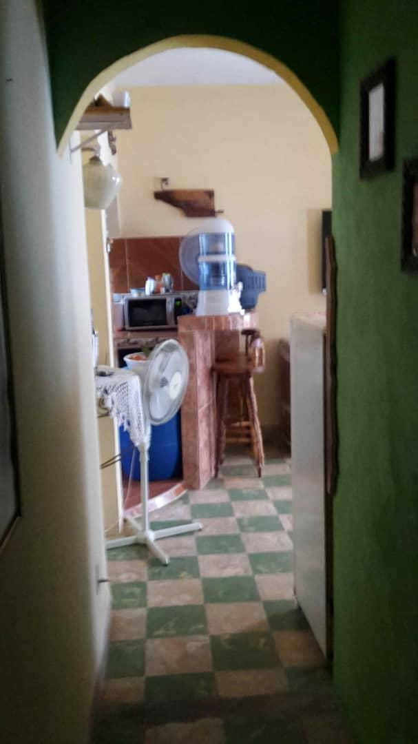 HEC1367: Apartamento de 2 cuartos y 1 baño por $ 33.000 en Plaza de la Revolución, La Habana