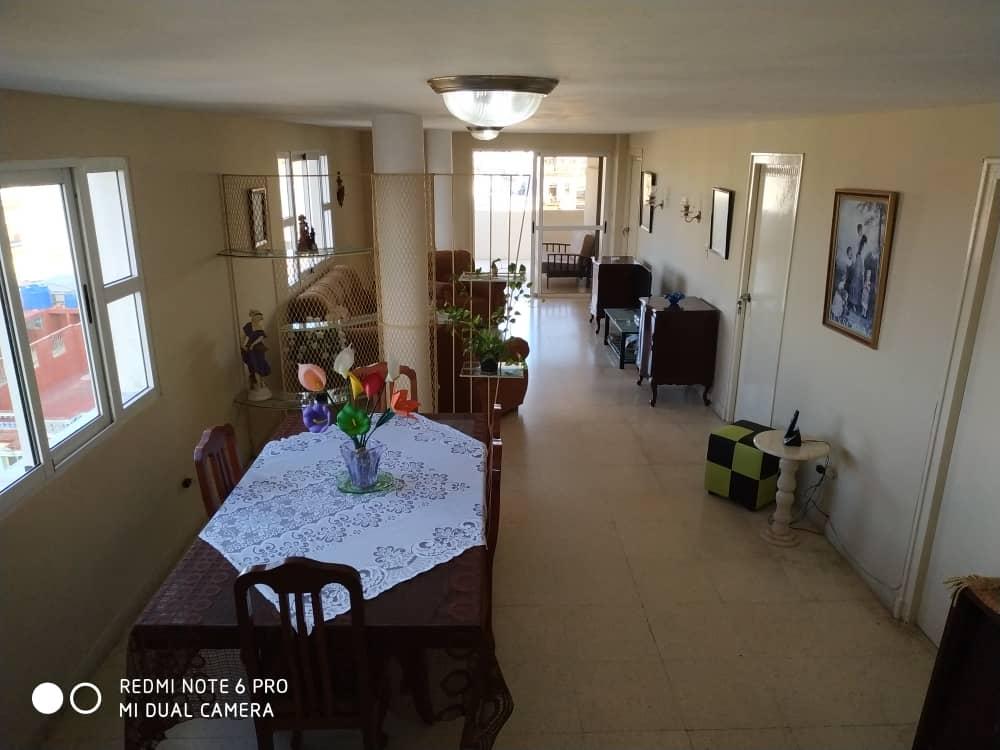 HEC1398: Apartamento de 4 cuartos y 3 baños por $ 150.000 en Centro Habana, La Habana