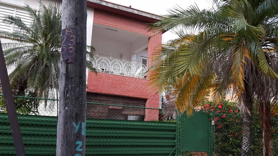 HEC1400: Apartamento de 4 cuartos, 3 baños y 1 garaje por $ 130.000 en Playa, La Habana