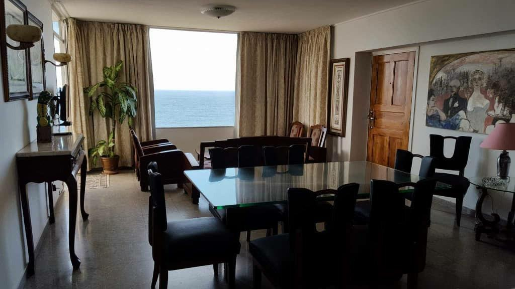 HEC1404: Apartamento de 3 cuartos y 2 baños por $ 230.000 en Plaza de la Revolución, La Habana