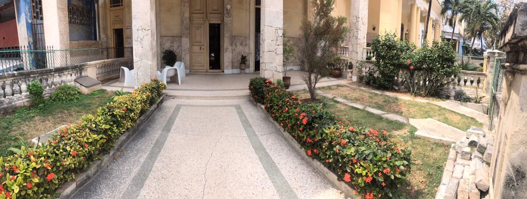 HEC1417: Casa de 4 cuartos, 2 baños y 1 garaje por $ 100.000 en Plaza de la Revolución, La Habana