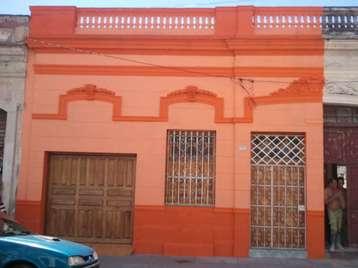 Casa en venta en Cienfuegos con  3 cuartos, 3 baños y 1 garage por $100,000
