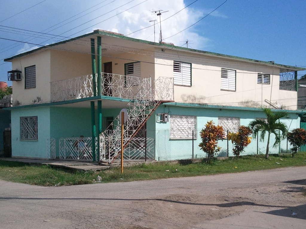 HEC146: Casa de 4 cuartos, 2 baños y 1 garaje por $ 90.000 en Cienfuegos, Cienfuegos
