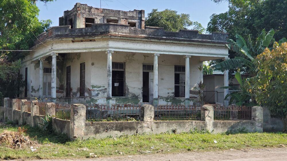 HEC1481: Casa de 4 cuartos, 2 baños y 1 garaje por $ 40.000 en Cienfuegos, Cienfuegos