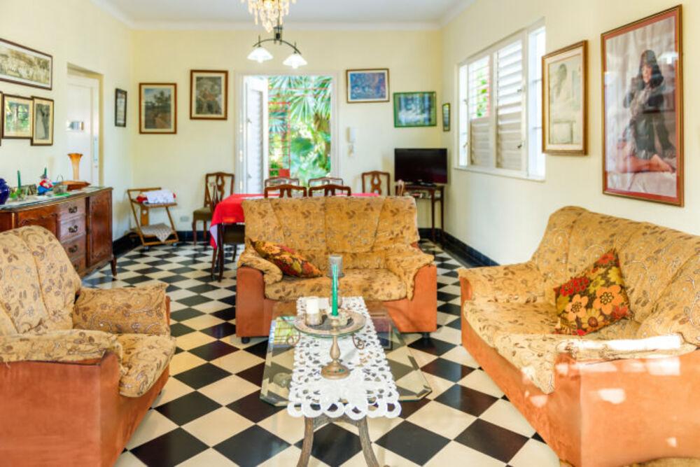 HEC1490: Casa de 4 cuartos, 5 baños y 1 garaje por $ 390.000 en Playa, La Habana