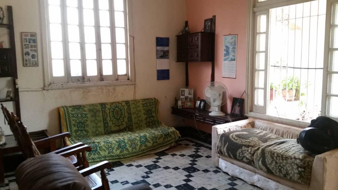 HEC1496: Casa de 5 cuartos, 2 baños y 1 garaje por $ 280.000 en Plaza de la Revolución, La Habana