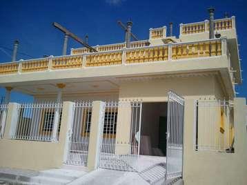 Casa en venta en Cienfuegos con  6 cuartos, 6 baños y 1 garage por $140,000