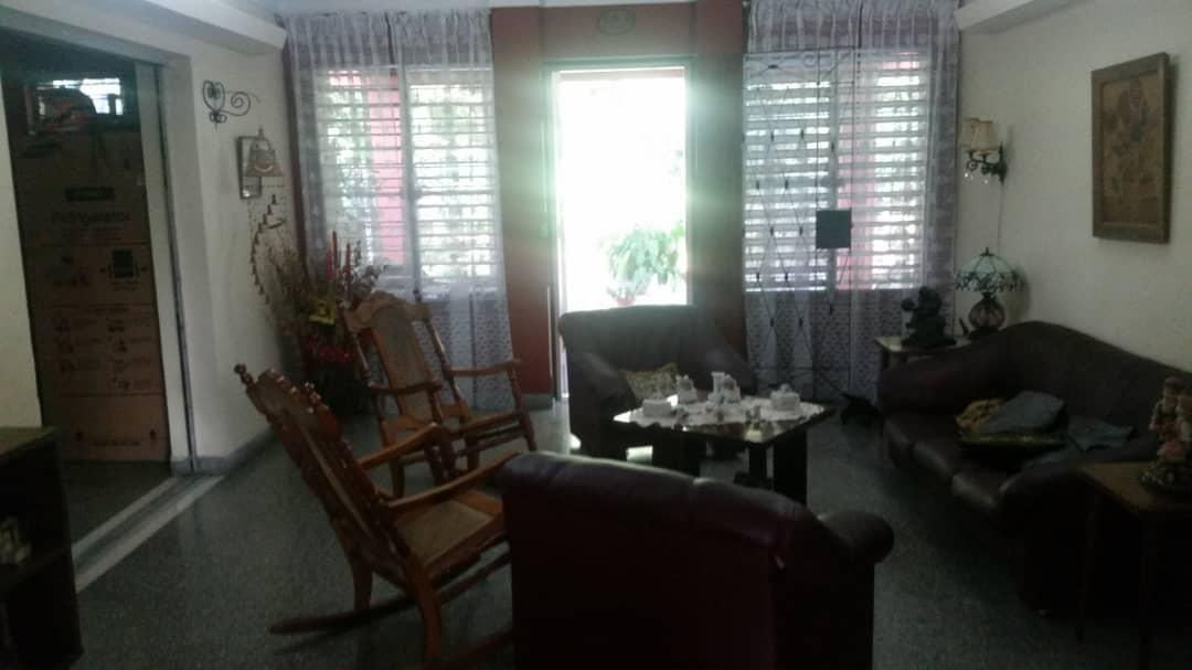 HEC1545: Casa de 5 cuartos, 5 baños y 1 garaje por $ 500.000 en Playa, La Habana