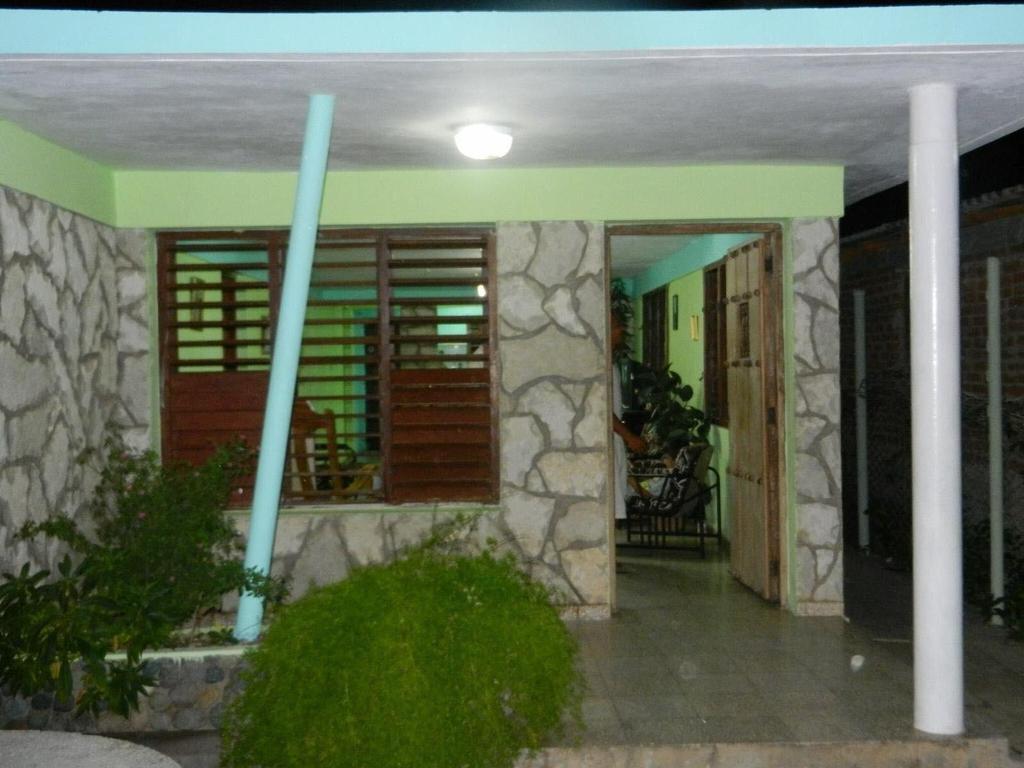 HEC1547: Casa de 3 cuartos, 2 baños y 1 garaje por $ Ajustable en Santiago de Cuba, Santiago de Cuba