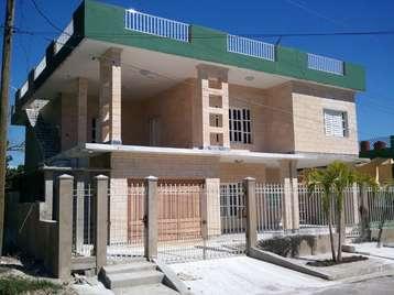 Casa en venta en Cienfuegos con  7 cuartos y 6 baños por $180,000