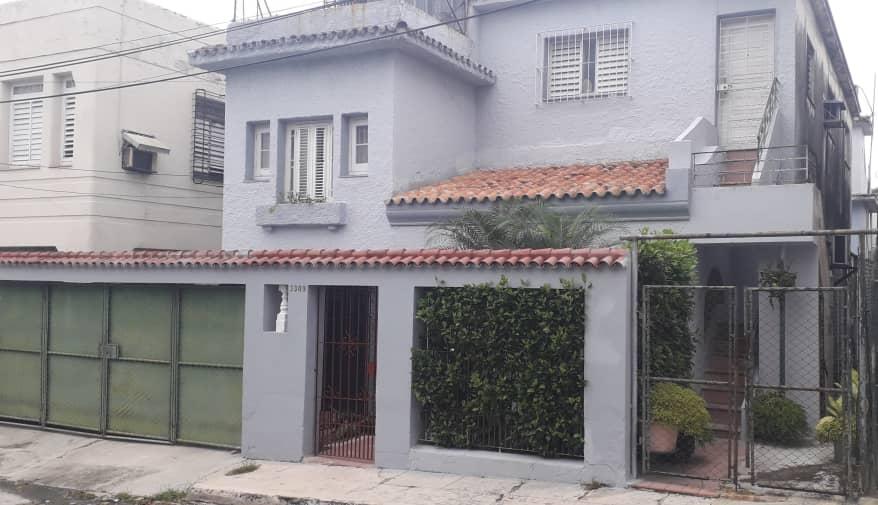 HEC1575: Casa de 4 cuartos, 3 baños y 1 garaje por $ 150.000 en Playa, La Habana