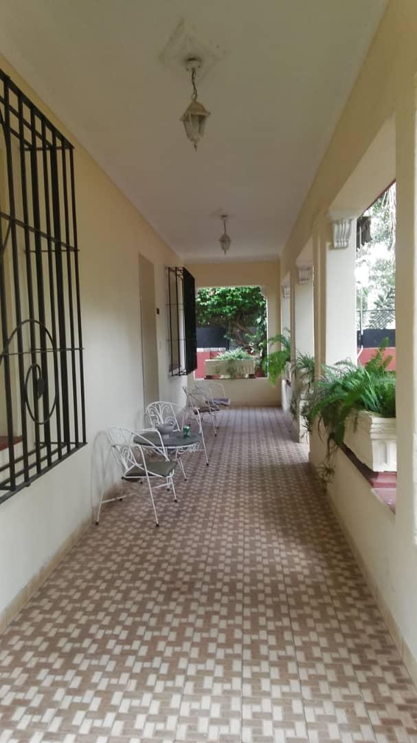 HEC1589: Casa de 6 cuartos y 5 baños por $ 300.000 en La Lisa, La Habana