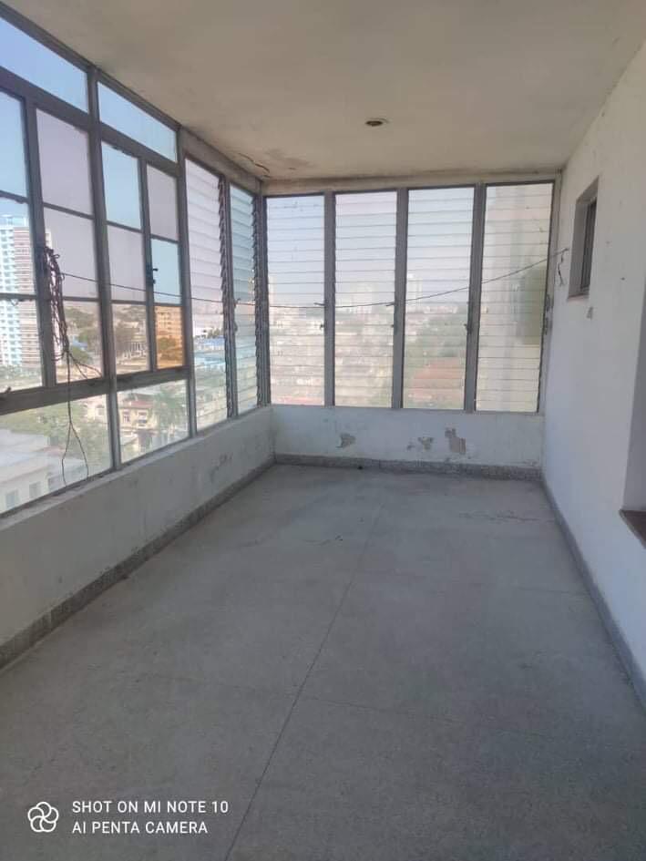 HEC1622: Apartamento de 3 cuartos, 2 baños y 1 garaje por $ 150.000 en Plaza de la Revolución, La Habana