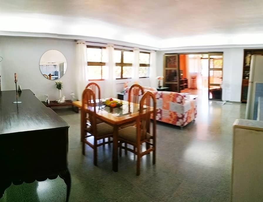 HEC1623: Apartamento de 3 cuartos, 1 baño y 1 garaje por $ 180.000 en Plaza de la Revolución, La Habana