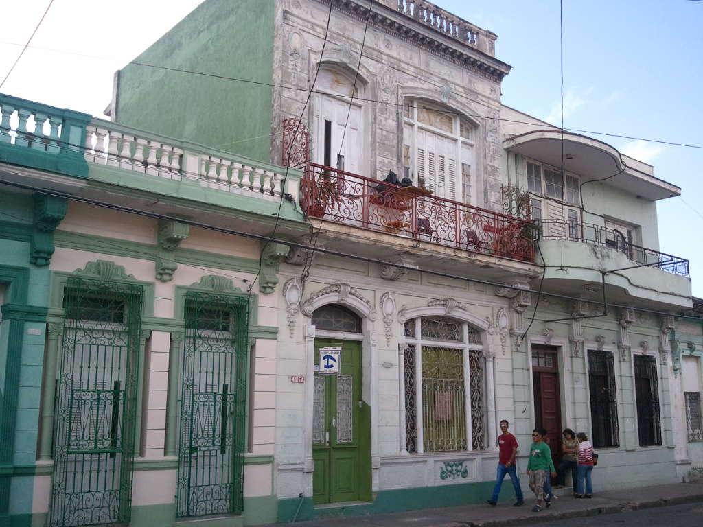 Casa en venta en Cienfuegos con  10 cuartos y 4 baños por $ 200.000