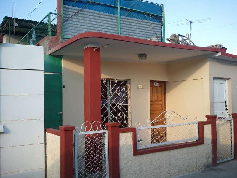 Casa en venta en Cienfuegos con  3 cuartos y 2 baños por $ 70.000