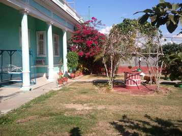 Casa en venta en Cienfuegos con  4 cuartos y 2 baños por $100,000