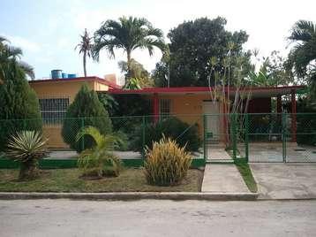Casa en venta en Cienfuegos con  3 cuartos, 2 baños y 1 garaje por 75.000,00$