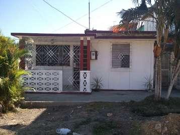 Casa en venta en Cienfuegos con  2 cuartos, 1 baño y 1 garaje por 13.000,00$