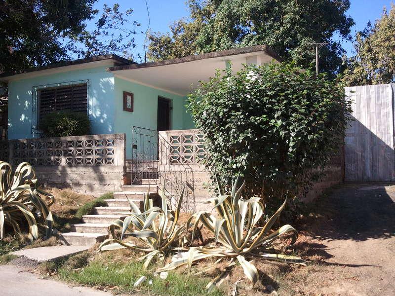 HEC371: Casa de 3 cuartos, 1 baño y 1 garaje por $ 30.000 en Cienfuegos, Cienfuegos