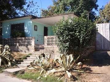 Casa en venta en Cienfuegos con  3 cuartos, 1 baño y 1 garaje por 30.000,00$