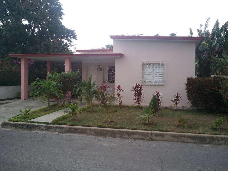 HEC372: Casa de 3 cuartos, 2 baños y 1 garaje por $ 120.000 en Cienfuegos, Cienfuegos