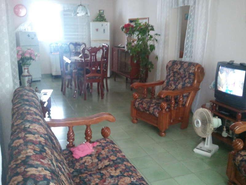 HEC380: Apartamento de 2 cuartos, 1 baño y 1 garaje por $ 15.000 en Cienfuegos, Cienfuegos