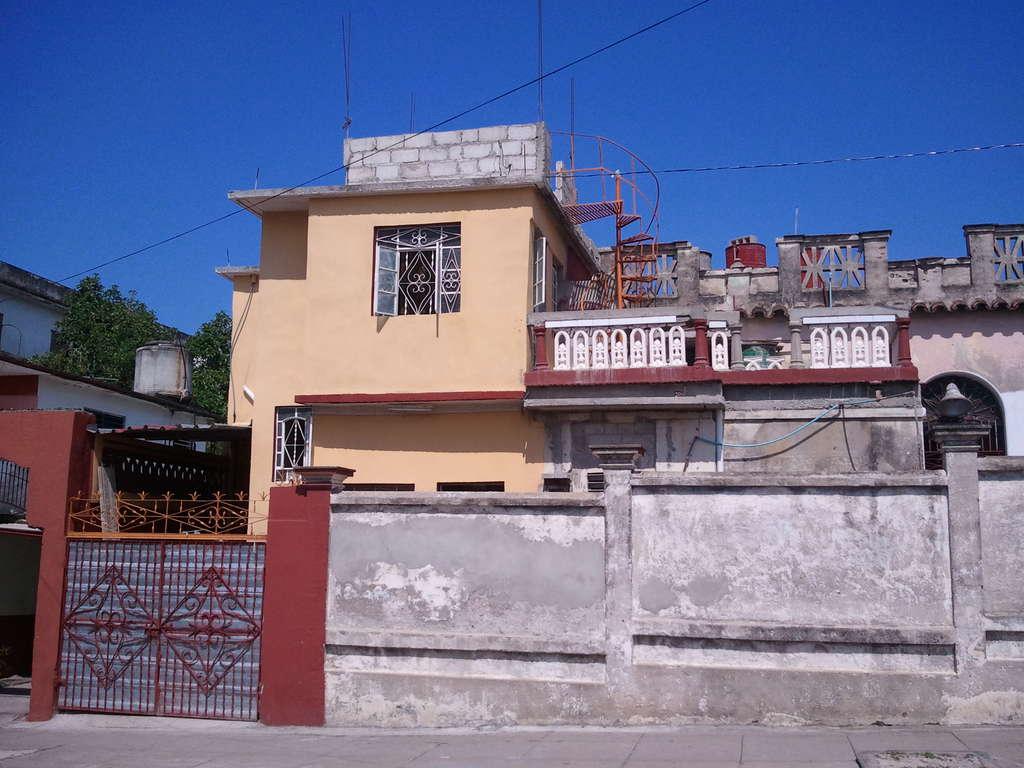 HEC401: Casa de 3 cuartos, 2 baños y 1 garaje por $ 40.000 en Cienfuegos, Cienfuegos