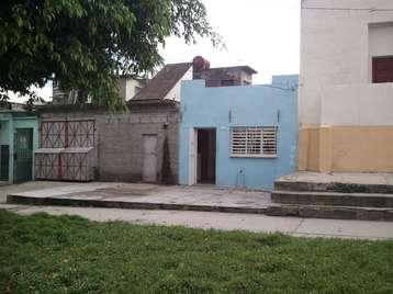 Casa en venta en Cienfuegos con  2 cuartos y 1 baño por $13,000