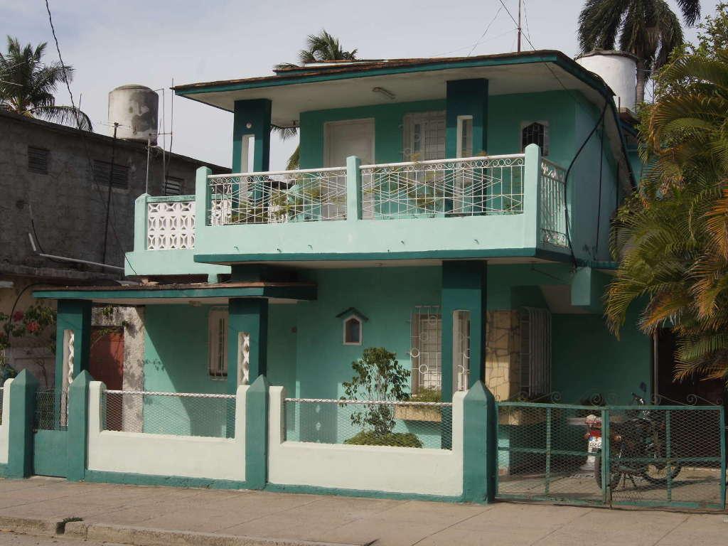 HEC426: Casa de 4 cuartos, 3 baños y 1 garaje por $ 60.000 en Cienfuegos, Cienfuegos